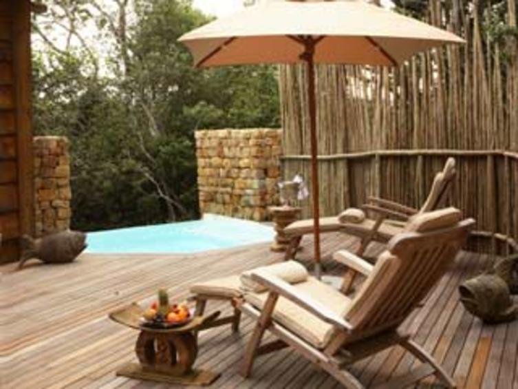 Tsala-Treetop-Lodge-Villas-Pool-and-Deck