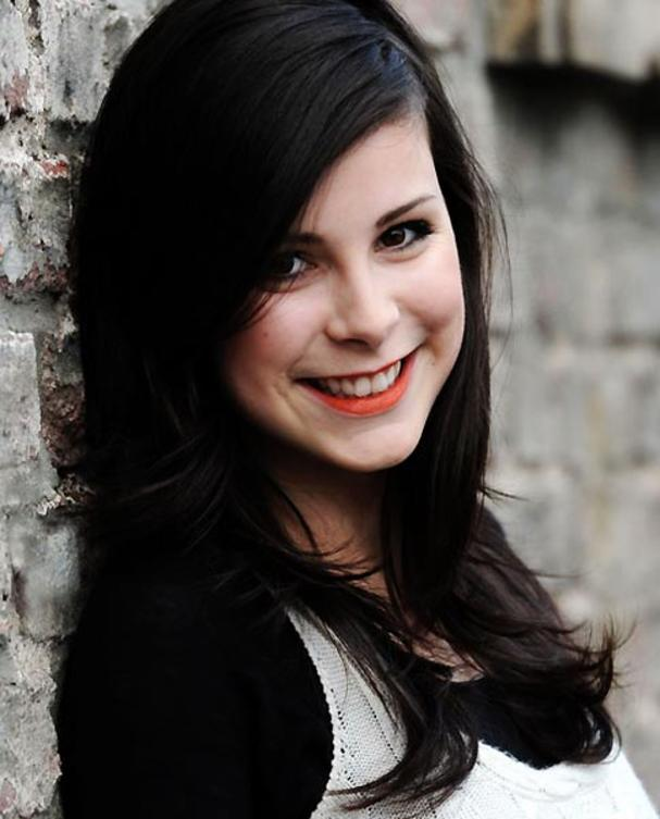 12-lena-meyer-landrut-wand-close
